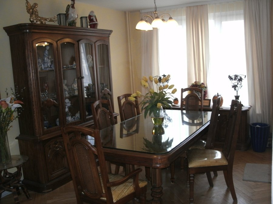 I Have A Dining Room Set 1920 (year) From Singer Furniture Is Complete  Tabl... Guest 5 Years Ago
