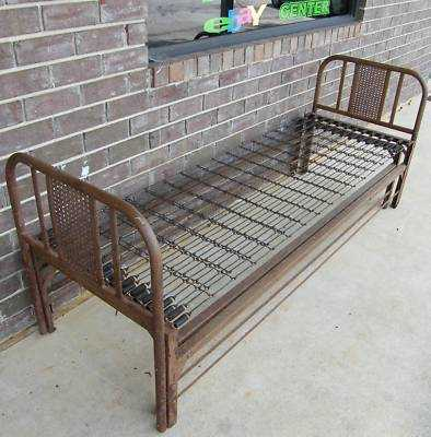 Has Pull Out Trundle What Were These Called And Any Particular Value Today I Actually Plan On Using Mine As A Daybed