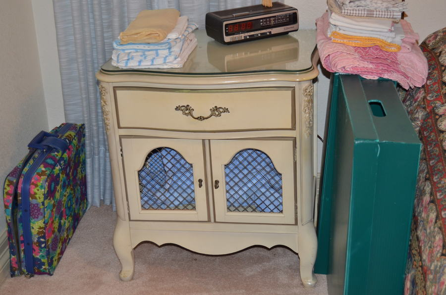 I Have A 1960\'s White French Provincial Bedroom Set With Two ...