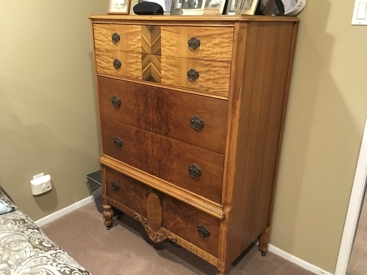 I Have A Gettysburg Furniture Company Bedroom Set Men S Armoire Woman S T My Antique Furniture Collection