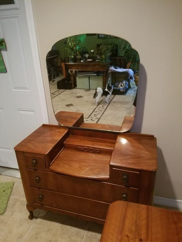 Harris Lebus Vanity With Mirror And 5 Drawer Chest Code