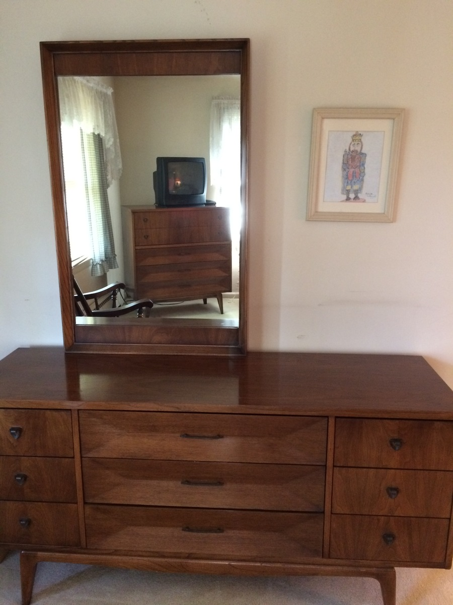 Selling My Moms United Furniture Bedroom Set Circ About
