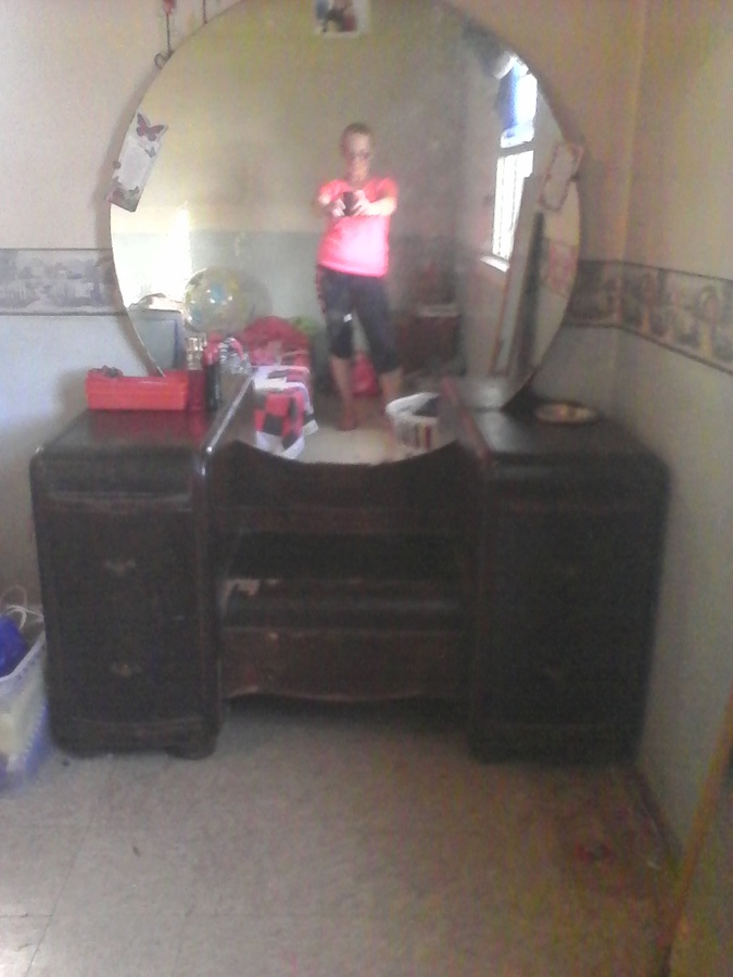 vintage vanity with round mirror. I have an antique vanity dresser with a huge round mirror and 4 small drawe  Have An Antique Vanity Dresser With A Huge Round Mirror And