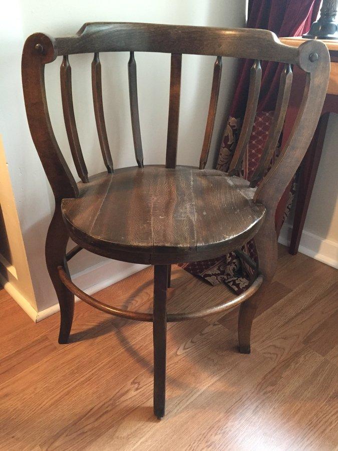 round wooden chair
