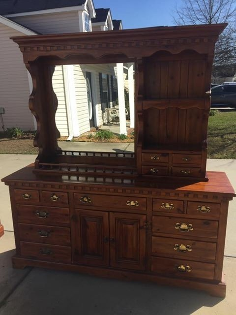 Link Taylor Colonial Pine Bedroom Set