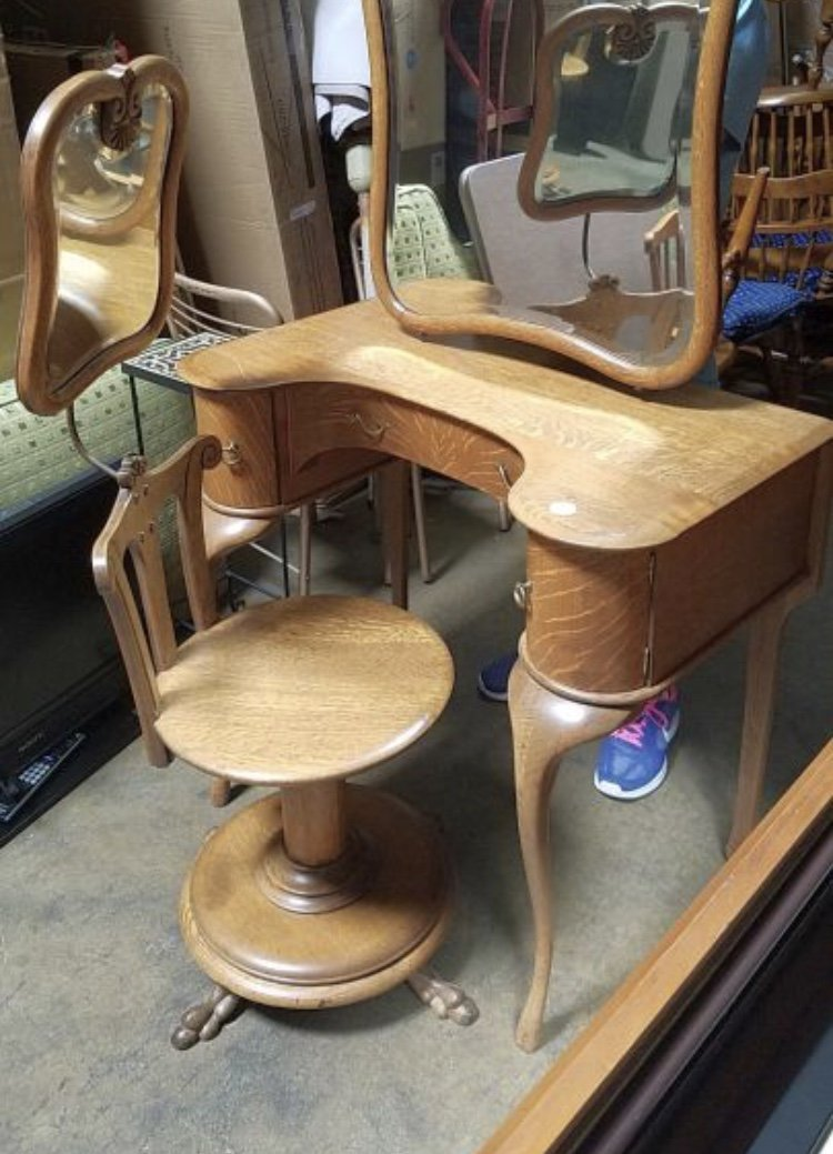 Year And Value Of Dressing Table And Chair With Attached