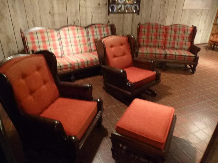 I Have A Living Room Set Of Ethan Allen Old Tavern Pine