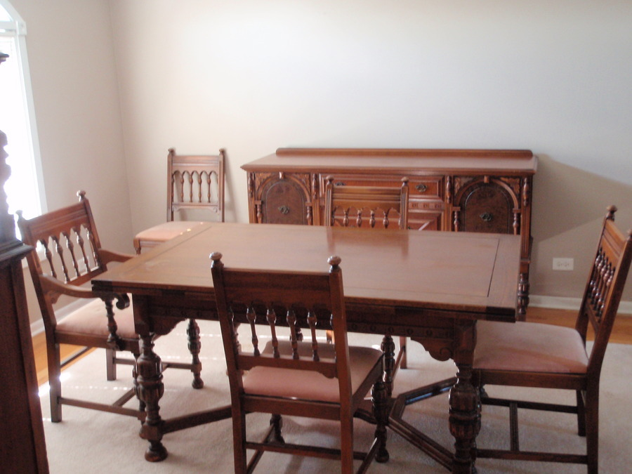 John M Smyth Co Dining Room Set