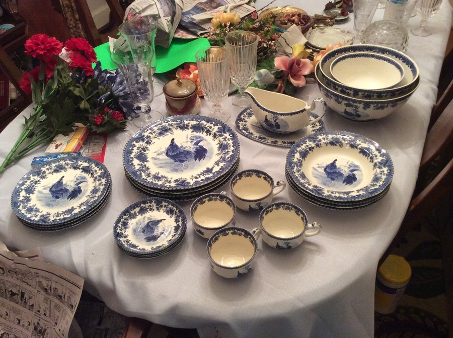 4 dinner plates 4 salad plates 4 bowls 4 cups 4 saucers 3 serving bowls smlmdlge. Gravy bowl and plate that goes under it & I Have A Set Of William James Farmyard China 4 Dinner Plates 4 Salad ...