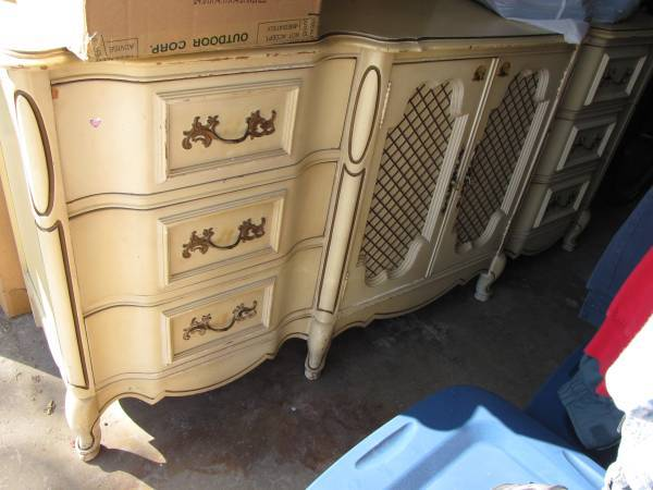 I Have A 1960 S White French Provincial Bedroom Set With