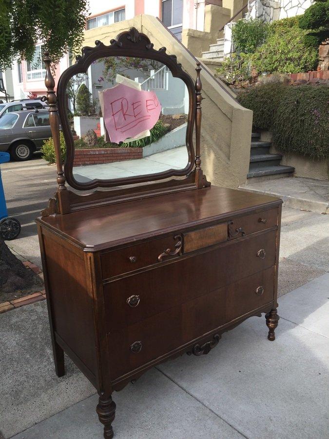Merveilleux Itu0027s A Dresser With A Mirror Made By Lenoir Furniture Corporation Case No.  140.