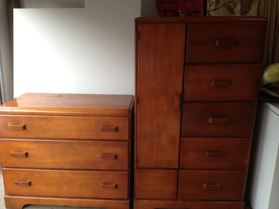 Value Of 2 Piece 1950 S Maple Dresser And Wardrobe My