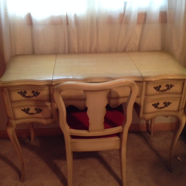 I Have A Drexel Heritage White French Provincial Bedroom