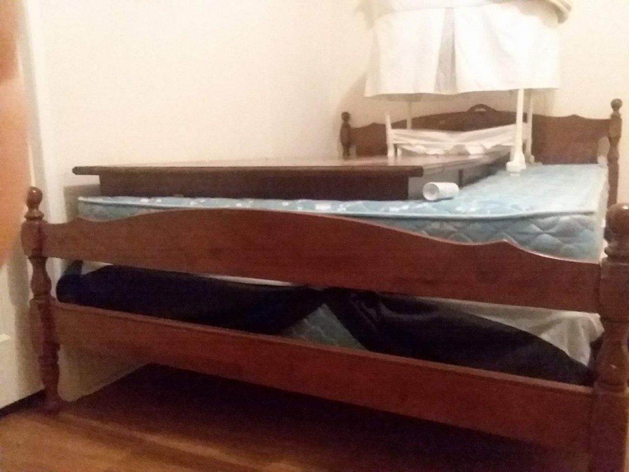 hello i have a bedroom set of ethan allen baurmitter made