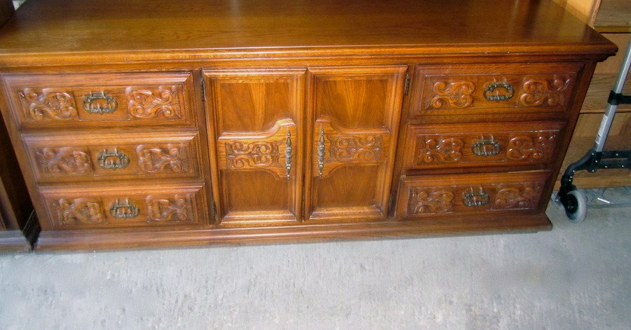 7 Pc Bedroom Set By United Furniture Corporation