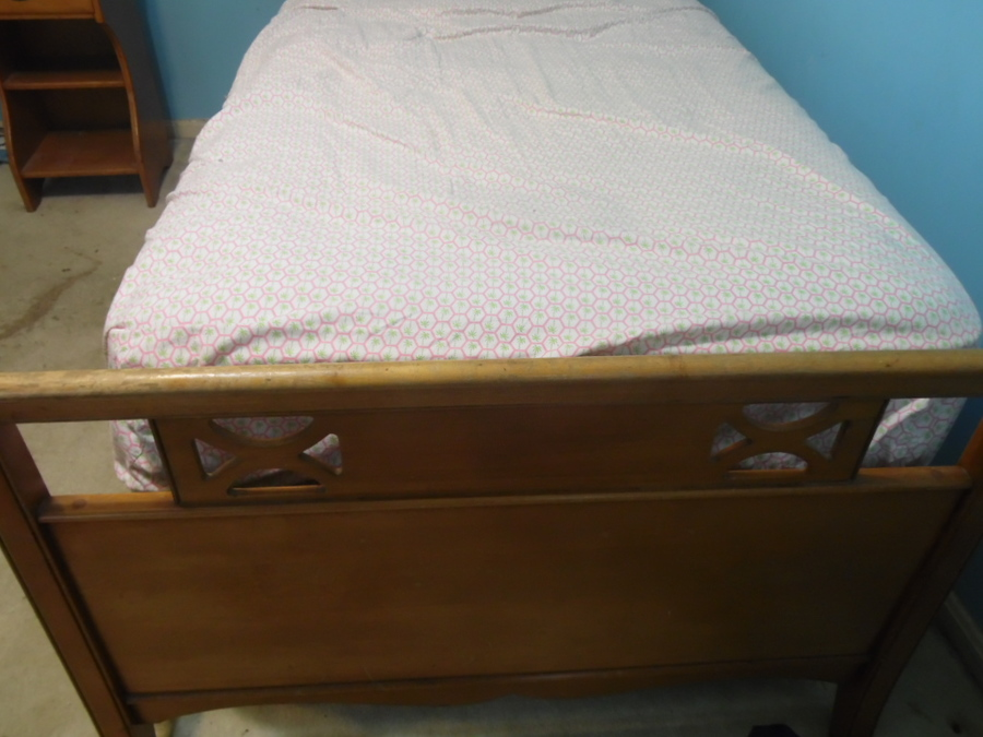 I Have A Late 1940 S Early 1950 S Rock Maple Twin Bed And