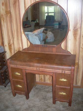 I Have A Vintage Vanity With Mirror I Believe Is Art Deco Does Anyone Know My Antique