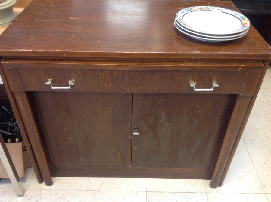... Table, Wood Needs A Little Refinishing And Table Some Cleaning, But  Mechanic Are In Perfect Working Condition And Table Is Solid. I Live In  Steger Il .