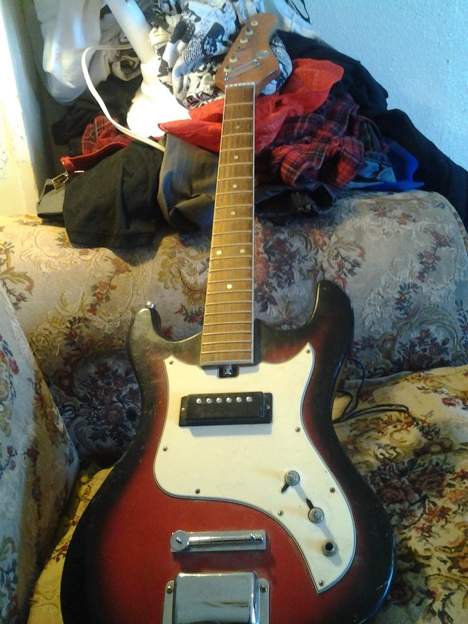 what year and value is my vintage silverstone electric guitar my guitar buddies. Black Bedroom Furniture Sets. Home Design Ideas