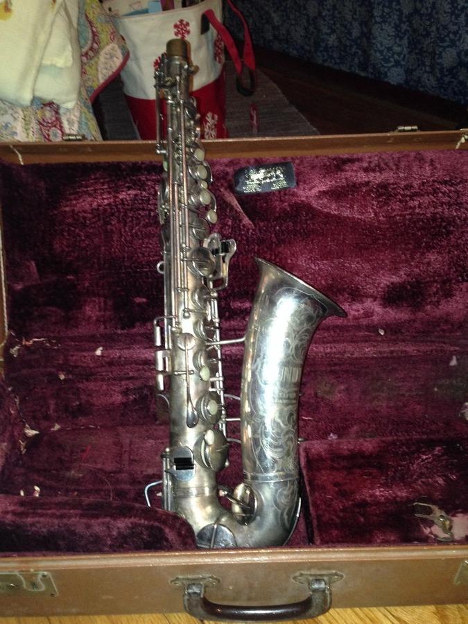 value of a vintage silver bundy selmer elkhart ind alto saxophone 26477 saxophone people. Black Bedroom Furniture Sets. Home Design Ideas