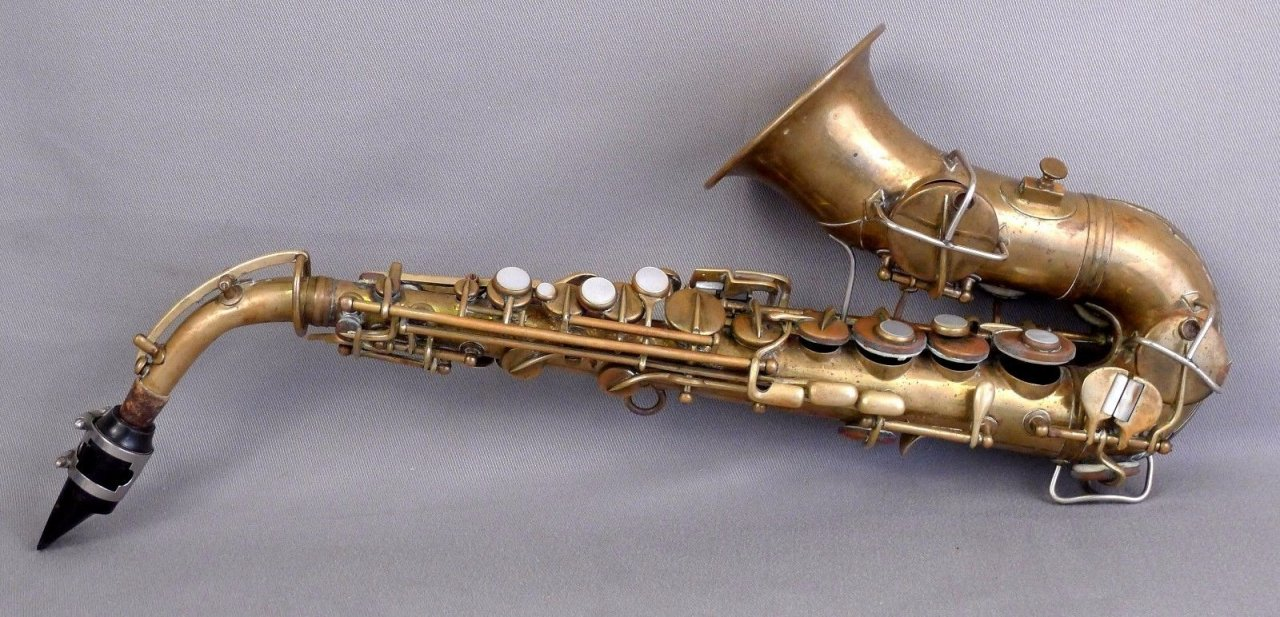 What Is The Specific Difference In Size Between A Curved Soprano Sax